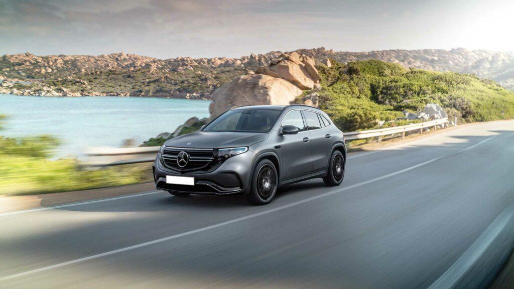 Электрокроссовер Mercedes EQA показался на официальных изображениях