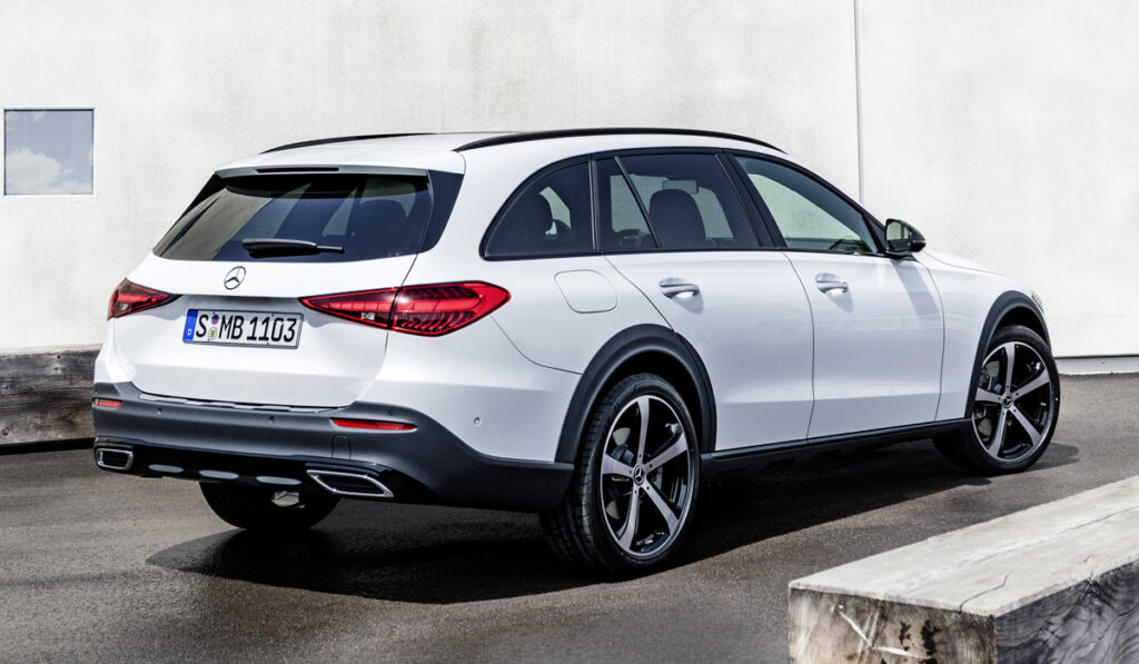 Mercedes-Benz впервые выпустила внедорожную версию универсала C-класса