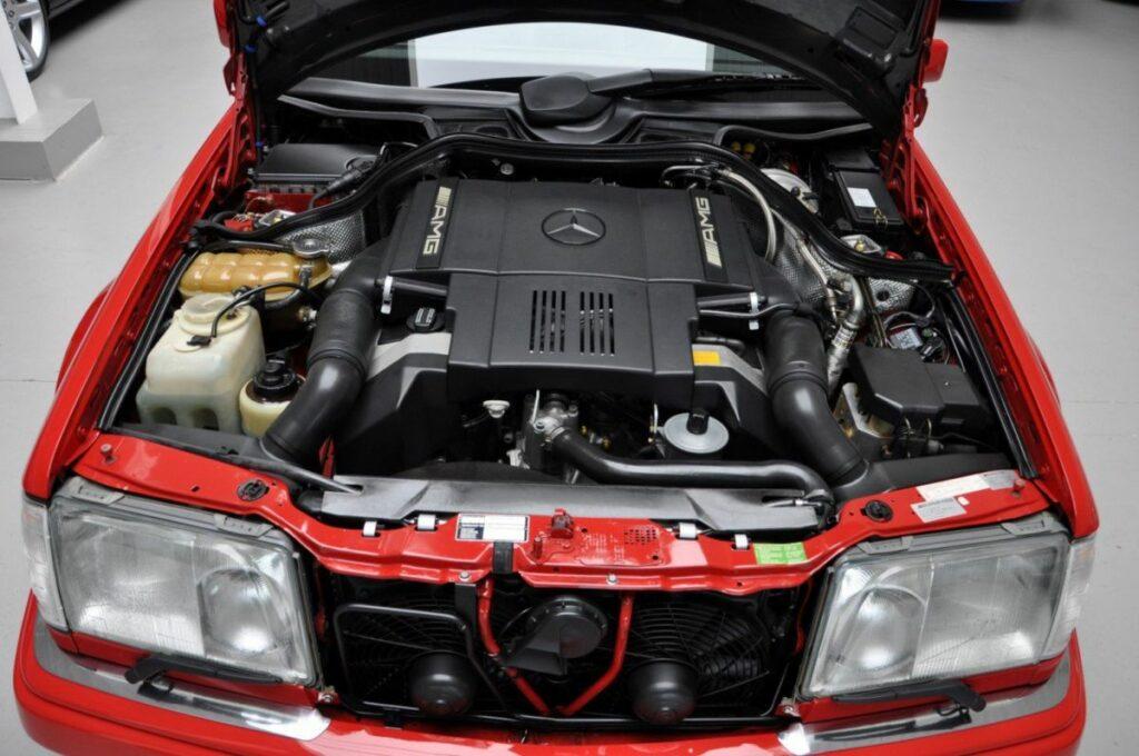 24-летний седан Mercedes-Benz E60 AMG продают по цене нового S-Class