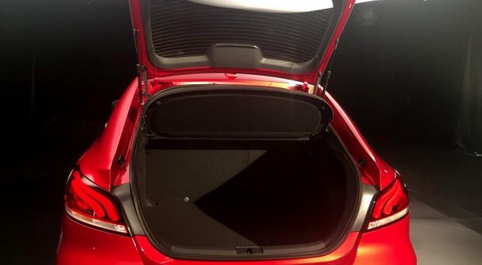Появились первые «живые» фото лифтбека MG 6 нового поколения