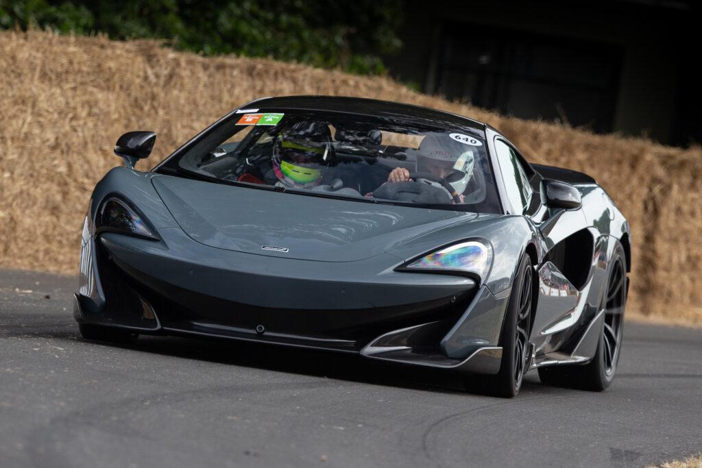 Гиперкар McLaren 600LT сделали мощнее Bugatti Veyron