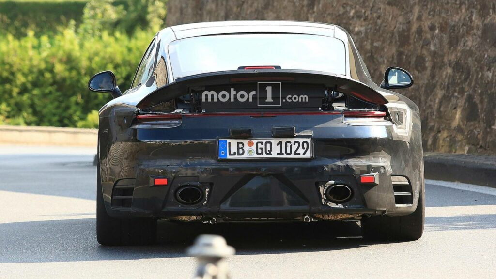 Новый спорткар Porsche 911 GTS засветился на «свежих» шпионских фото