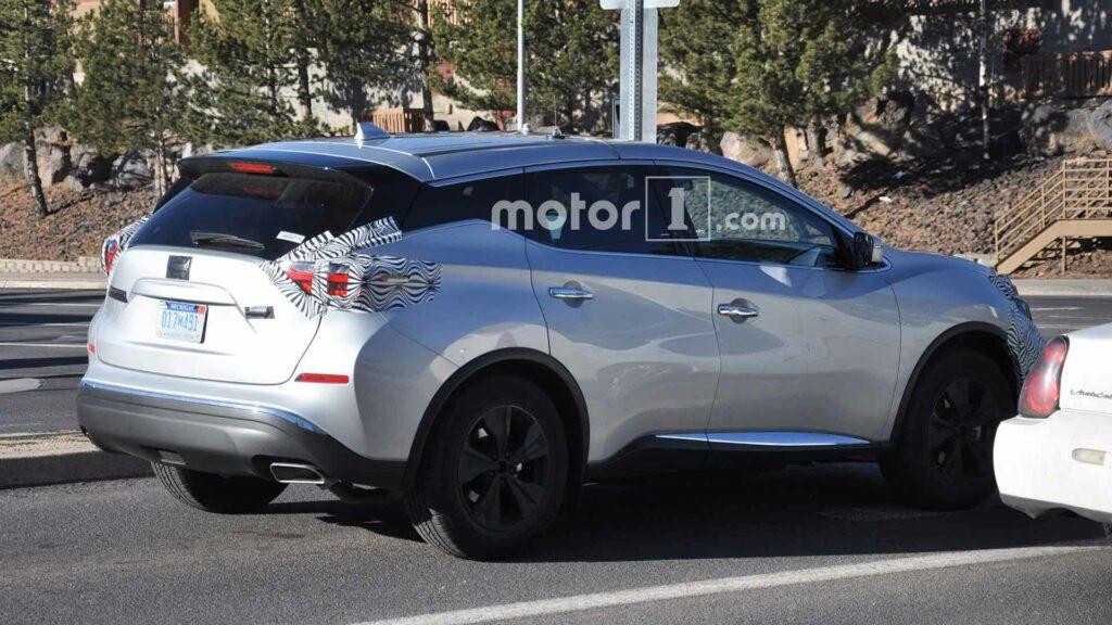В Сети появились шпионские фотографии обновленного Nissan Murano