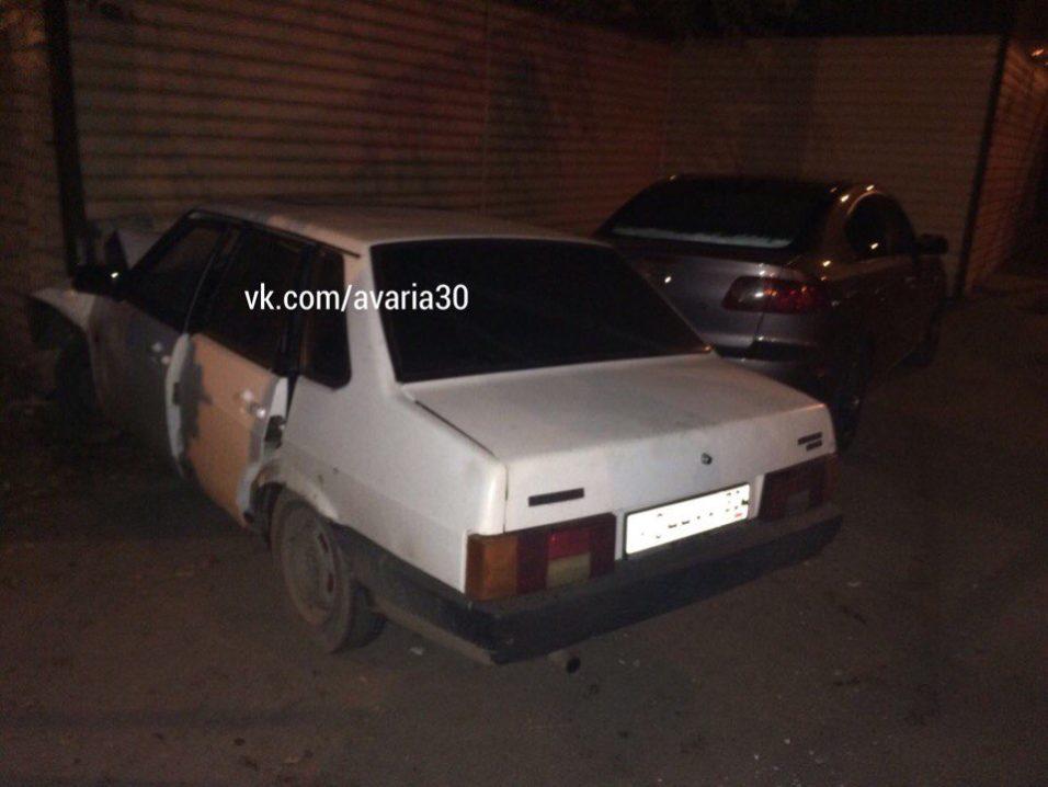 ДТП в Астрахани: «ВАЗ» на высокой скорости влетел в стену жилого дома