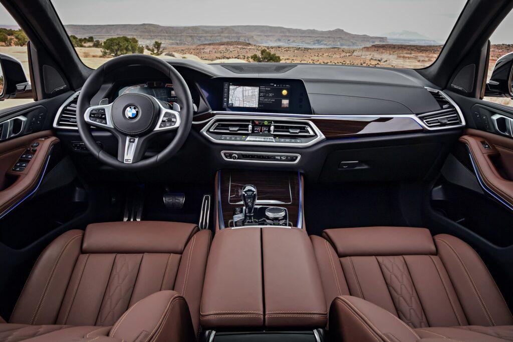 BMW официально представила кроссовер BMW X5 нового поколения