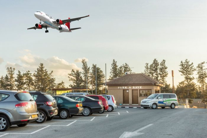 Как найти место для автомобиля в аэропорту?