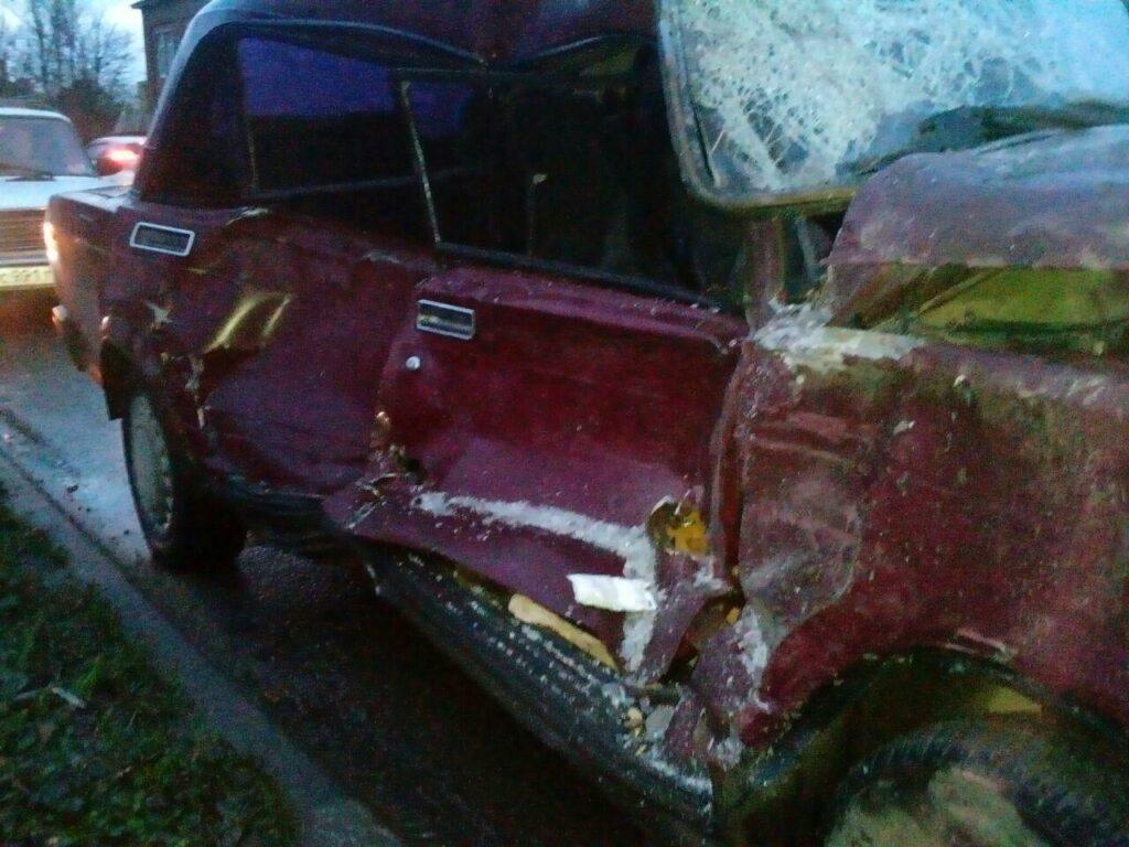 «УАЗ Патриот» смял автомобиль «ВАЗ 2107» в серьезном ДТП в Туле