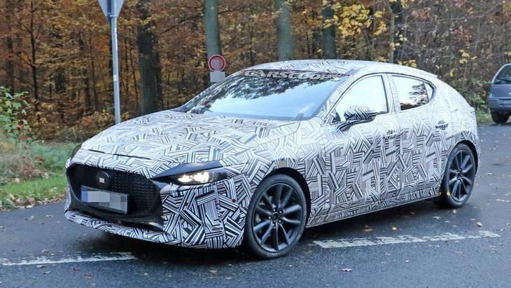 Интерьер нового хэтчбека Mazda 3 рассекретили до премьеры