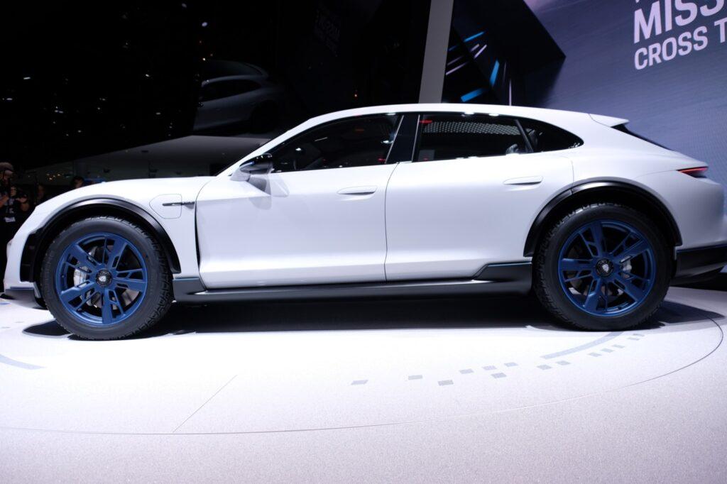 Электрический универсал от Porsche представлен в Женеве