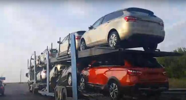Новые Lada Vesta SW и Vesta SW Cross отправили к дилерам