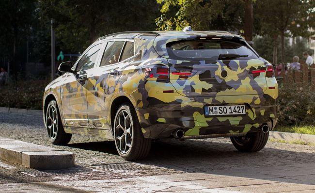 BMW показал новое кросс-купе BMW X2 в легком камуфляже