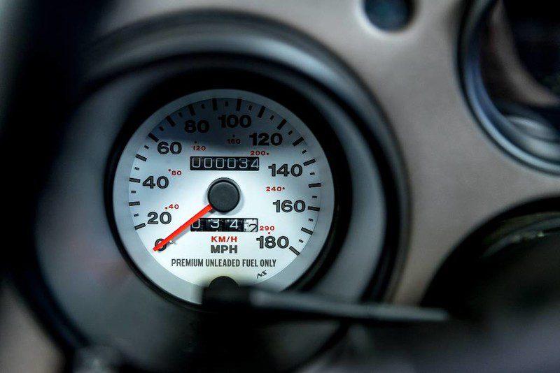 Простоявший в гараже 27-летний Dodge Viper продают за 100 тыс. долларов