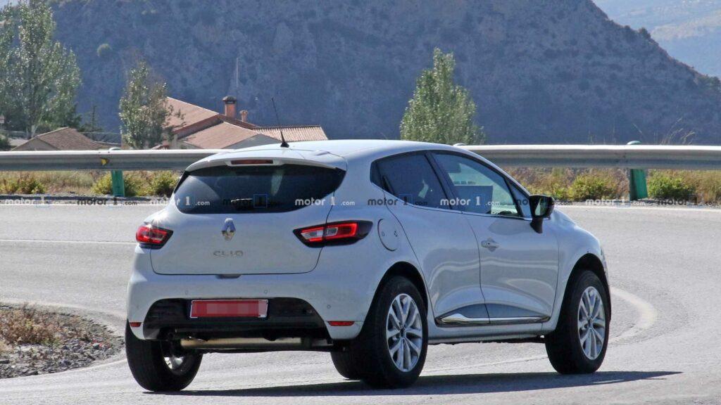 Renault готовит к дебюту новый компактный кроссовер