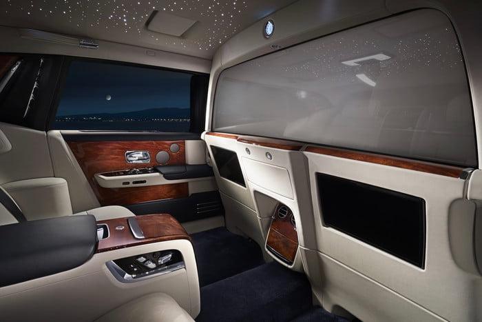 Седан Rolls-Royce Phantom получил версию с перегородкой в салоне