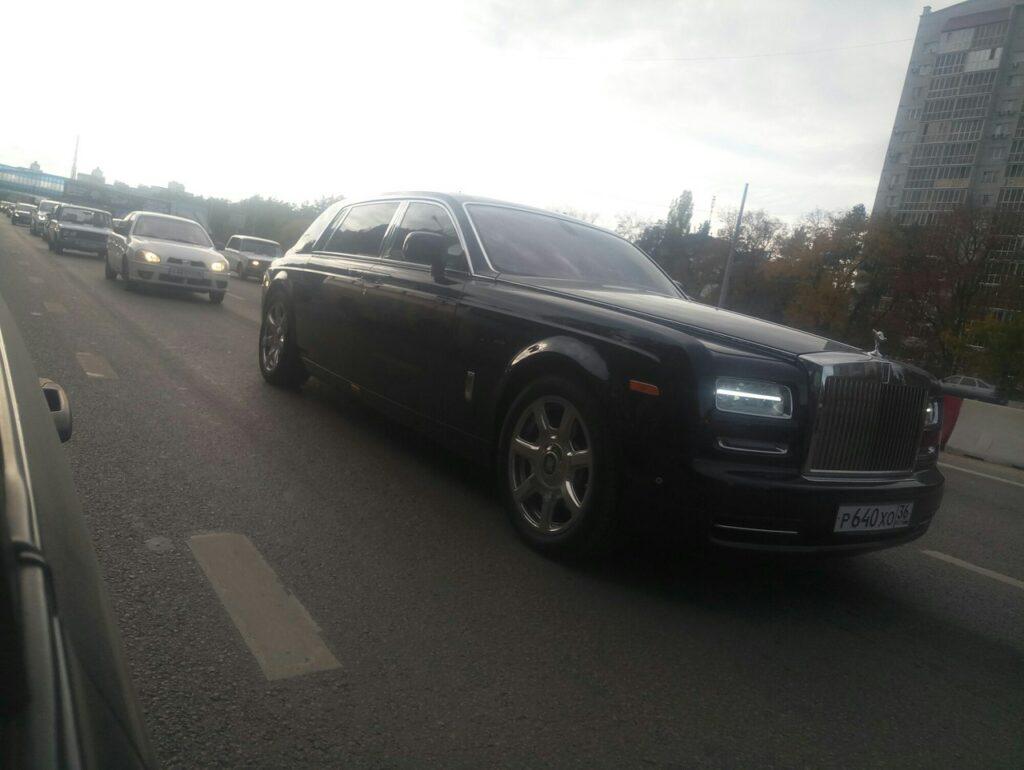 Rolls-Royce Phantom за 20 млн рублей заметили на дорогах Воронежа