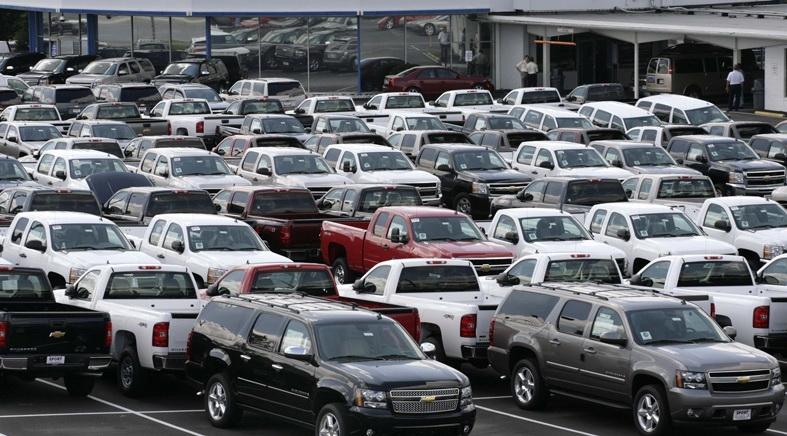 Продажи новых автомобилей в России в январе выросли на треть