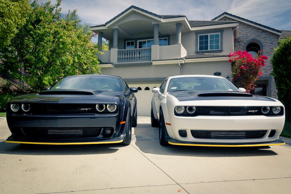 На eBay продают два маслкара Dodge Challenger SRT Demon
