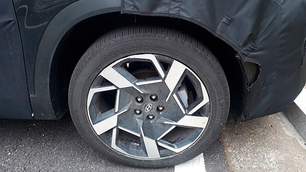 Обновленный Hyundai Santa Fe засветился на шпионских фото