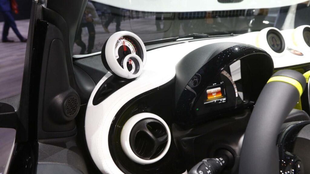 Smart представила электромобиль без крыши и боковых стекол