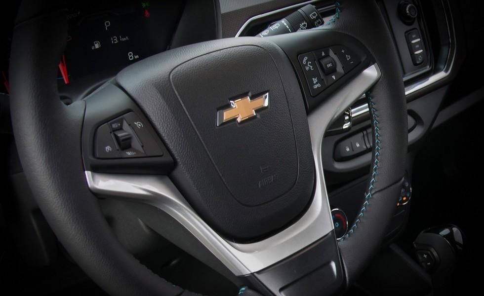 Chevrolet показала обновленный компактвэн Spin на первых тизерах