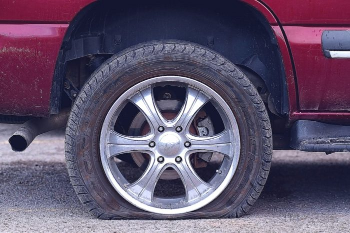 Что делать, если спустило колесо? Замена в «полевых» условиях.