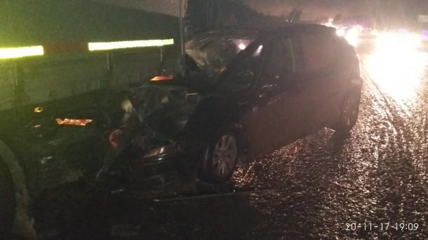 Пьяный водитель влетел под припаркованную фуру в Сыктывкаре