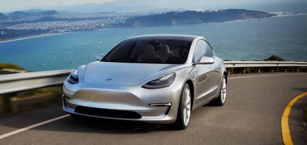 Прием заказов на электрокар Tesla Model 3 стартовал в России