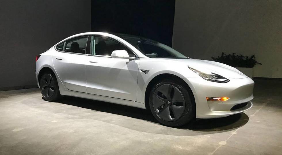 Tesla Model 3 с пробегом продают в четыре раза дороже новой