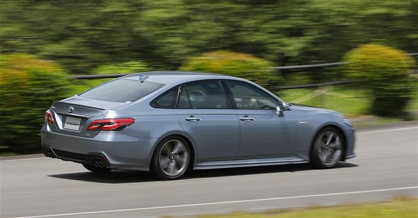 Toyota представила серийную версию нового седана Toyota Crown