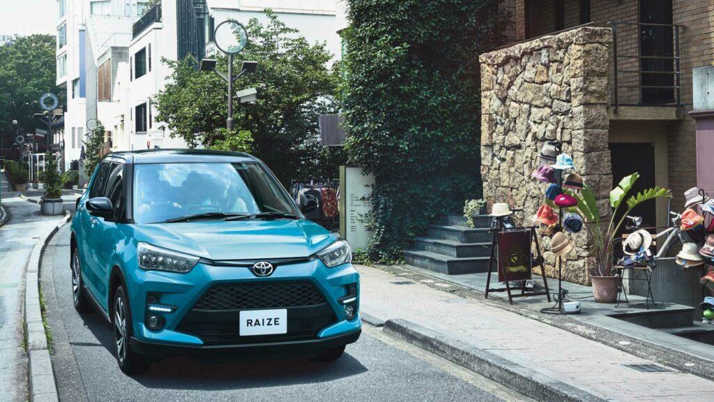 В Японии стартовали продажи нового кроссовера Toyota Raize