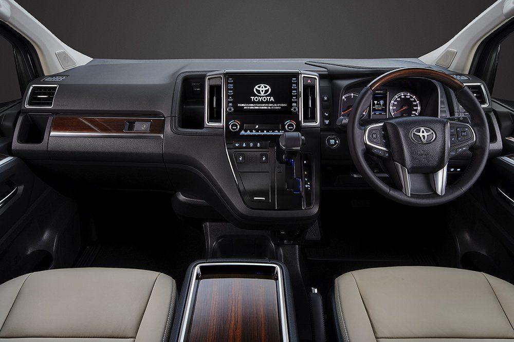 Toyota представила VIP-модель, которая приедет в Россию