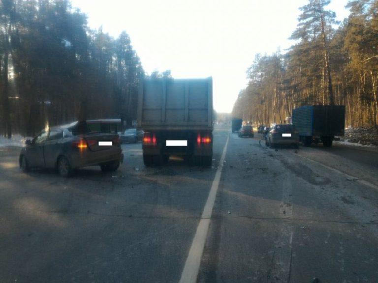 Массовое ДТП под Калугой - столкнулись Маз, Киа и Форд