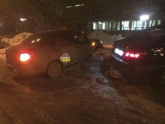 Два такси жестко столкнулись этой ночью в Кемерове