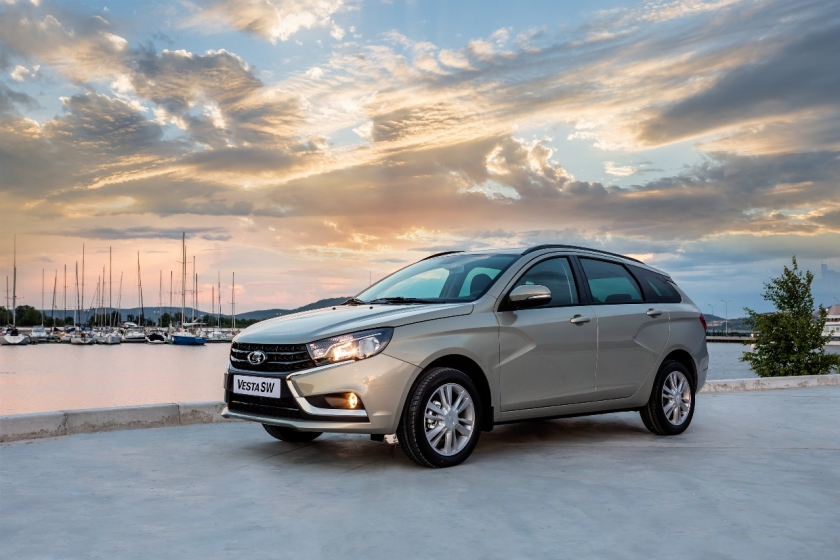«АвтоВАЗ» начал продажи Lada Vesta SW и  Lada  SW Cross в Европе