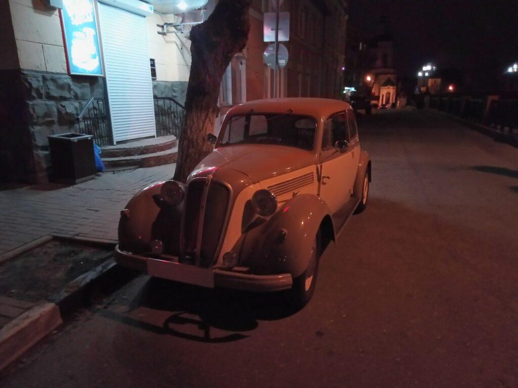 В Воронеже на улице заметили винтажный автомобиль мафии 30-40 годов