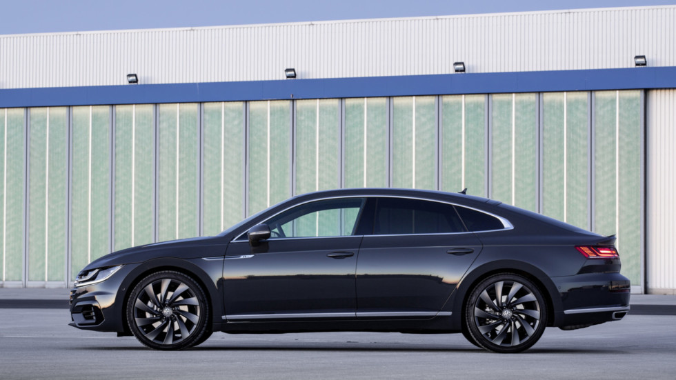 Лифтбек Volkswagen Arteon получит «заряженную» версию Arteon R