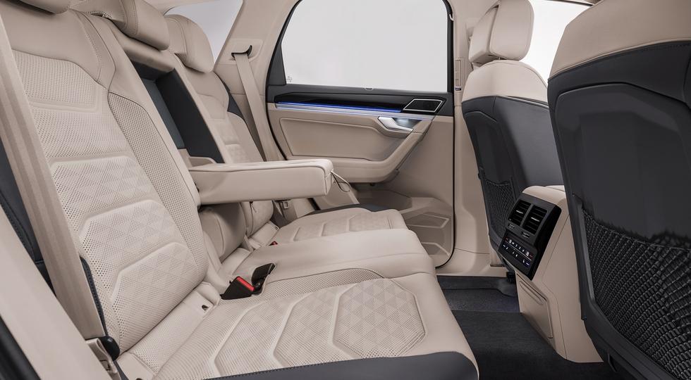 Озвучены цены и комплектации нового Volkswagen Touareg для РФ