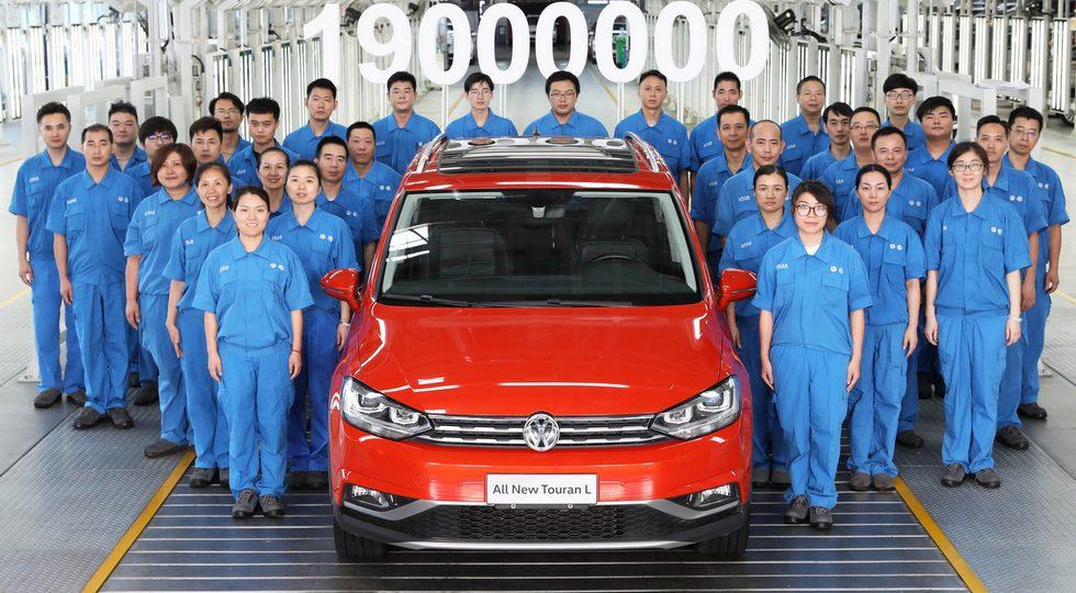 Компактвэн Volkswagen Touran L получил кросс-версию CrossTouran