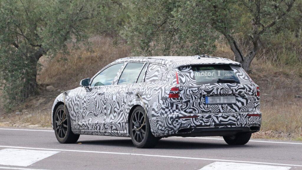 Новый универсал Volvo V60 заметили во время тестирования