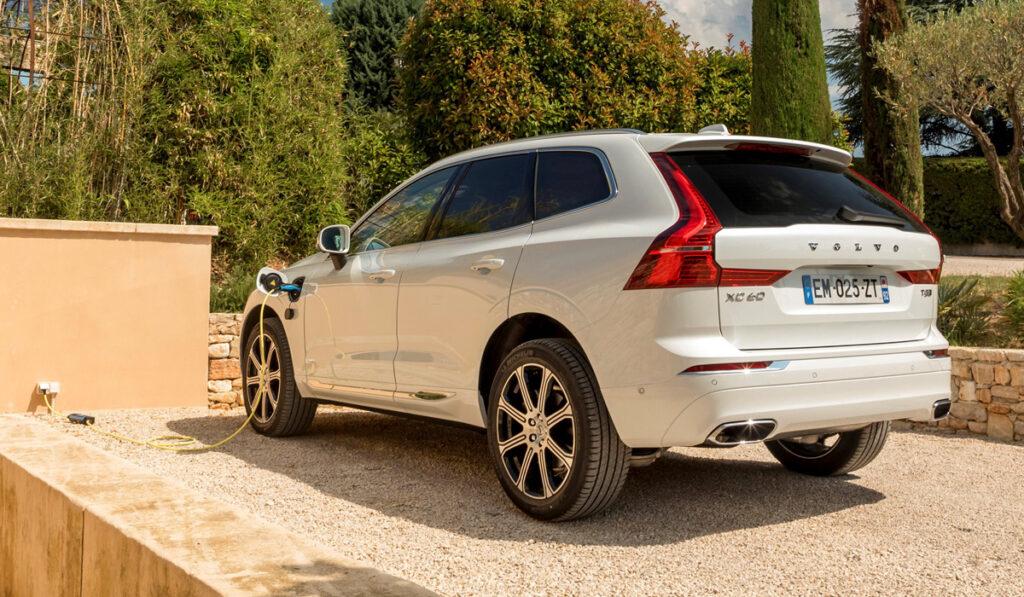 Volvo начала прием заказов на гибридный XC60 в России