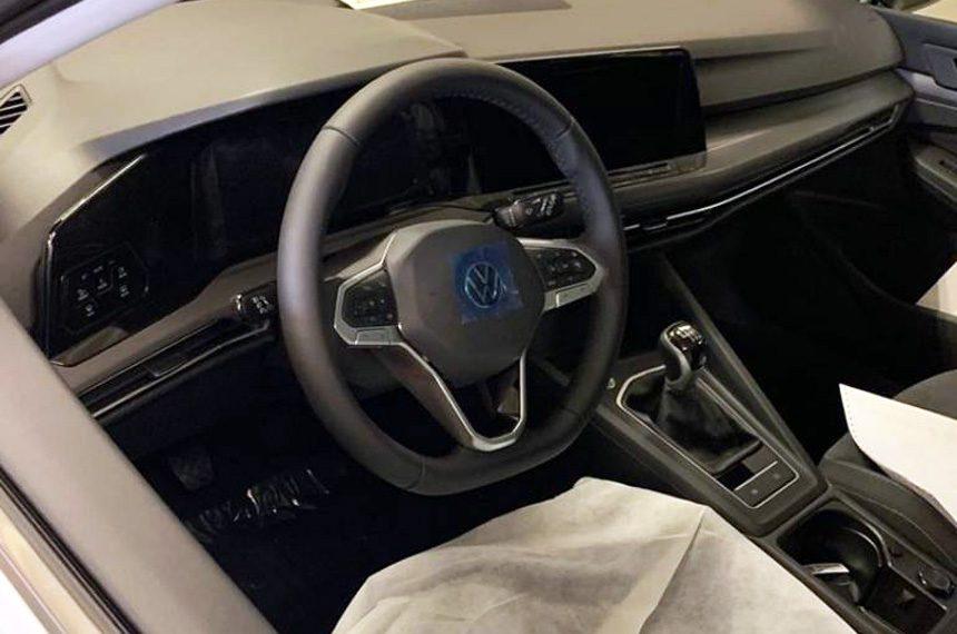 Серийный хэтчбек Volkswagen Golf сфотографировали на заводе