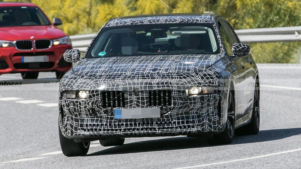 Опубликованы первые фото BMW 7-Series нового поколения