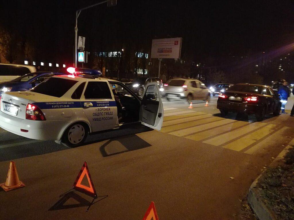 Водитель «Тойоты» сбил женщину и девочку на «зебре» в Воронеже