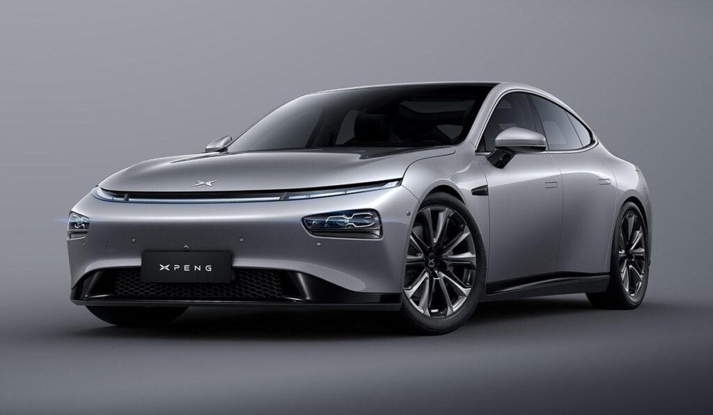 Новый электромобиль Xpeng P7 появился в продаже