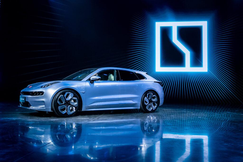 Китайская Geely представила первый электромобиль нового суббренда Zeekr